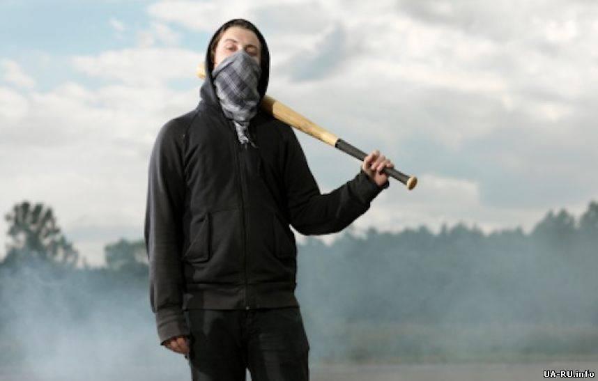 картинки люди в масках с битами если хотите увидеть
